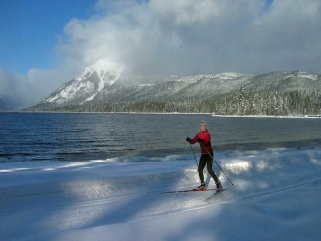 Skiing along the shores of Lake Wenatchee.