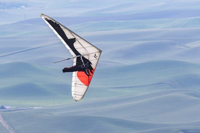 Image of hang glider over Steptoe Butte