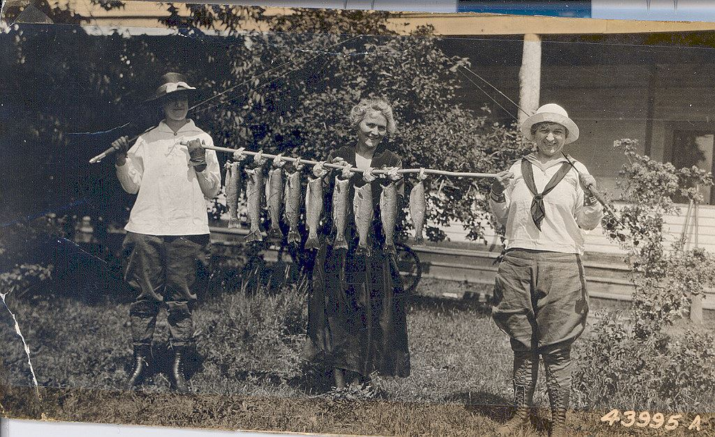 Women Fishing Historic Lake Chelan CCFKR USFS
